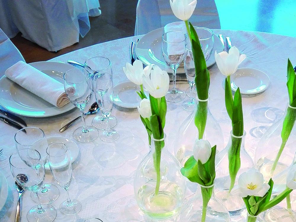 Centro de mesa con lirios blancos