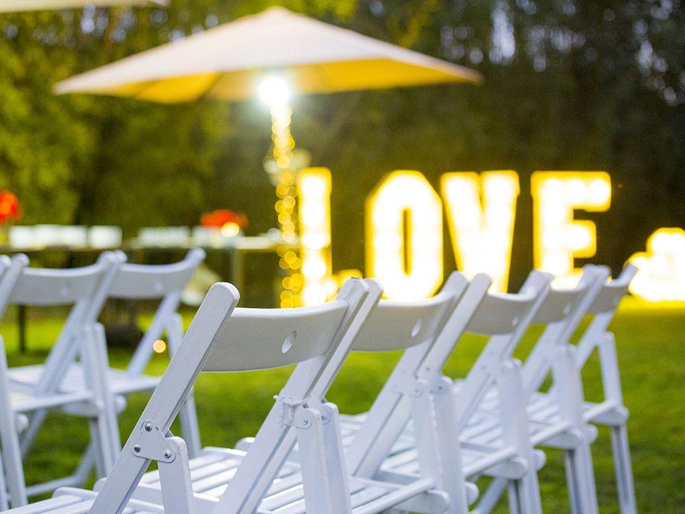 Letras con luz para boda civil